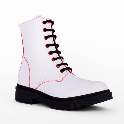 Γυναικείο αρβυλάκι σε άσπρο ματ υλικό για σένα σε εκπληκτικές τιμές! Βρες τώρα αυτό που σου ταιριάζει! MyWayShoes, Τσιμισκή 32 στη Θεσσαλονίκη!